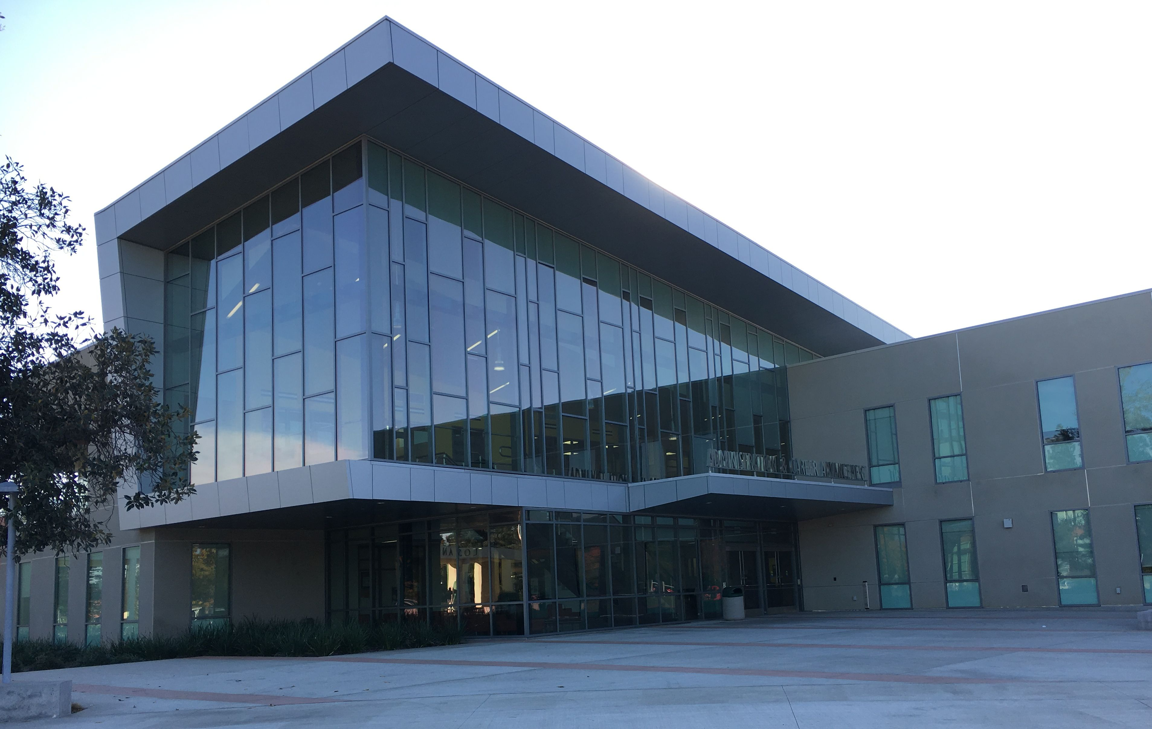 Los Angeles Valley College- Valley Glen Gateway Building